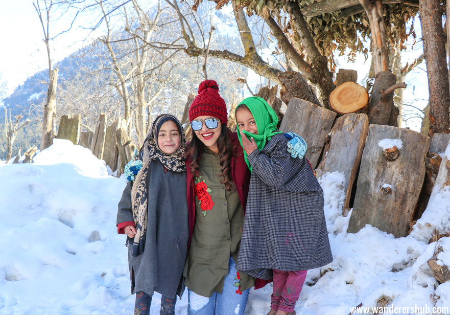 Kashmiri girls - Is it safe to travel to Kashmir