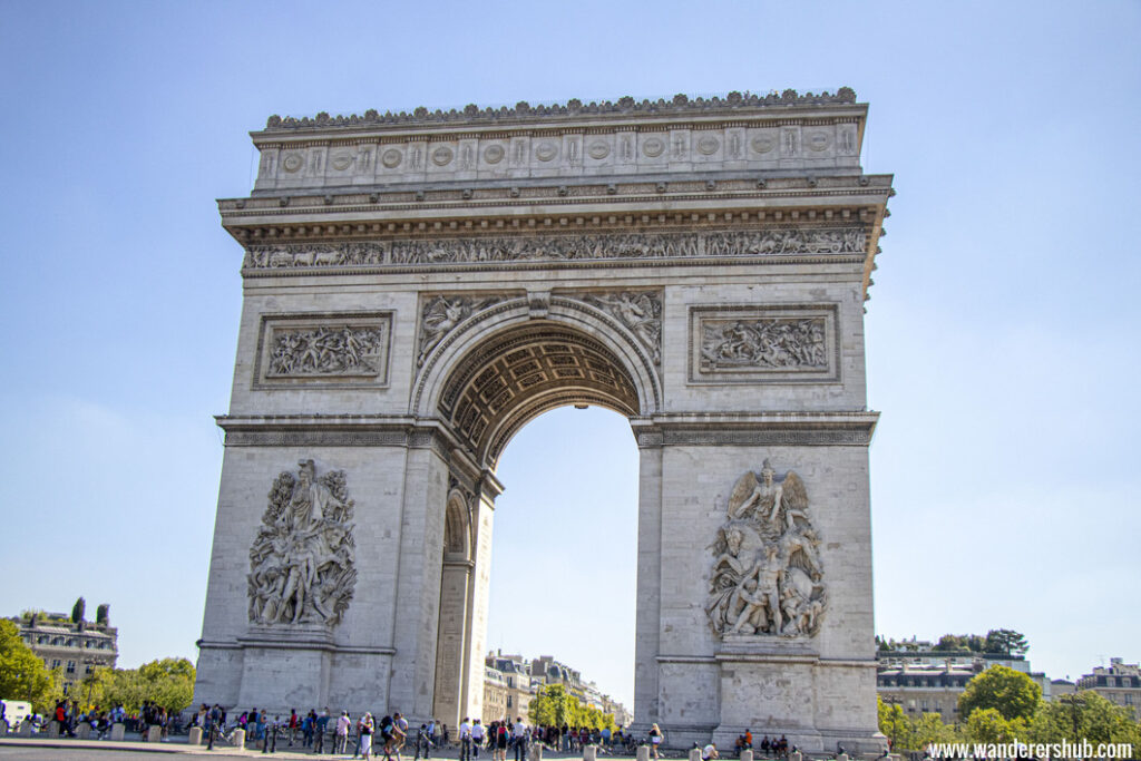 Visit arc de triomphe in Paris